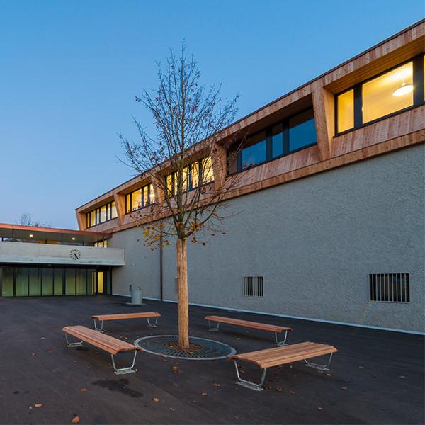 Schule mit Turnhalle, Brislach